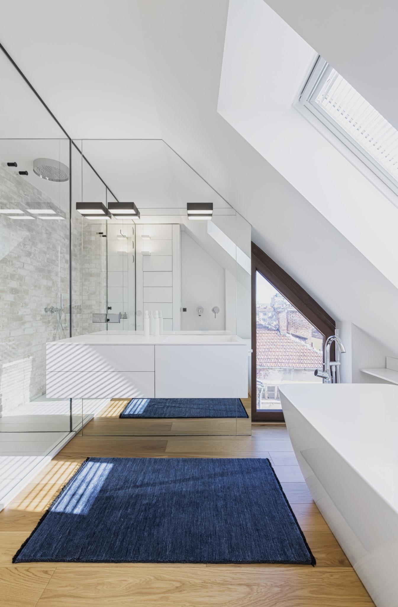 29_master bathroom