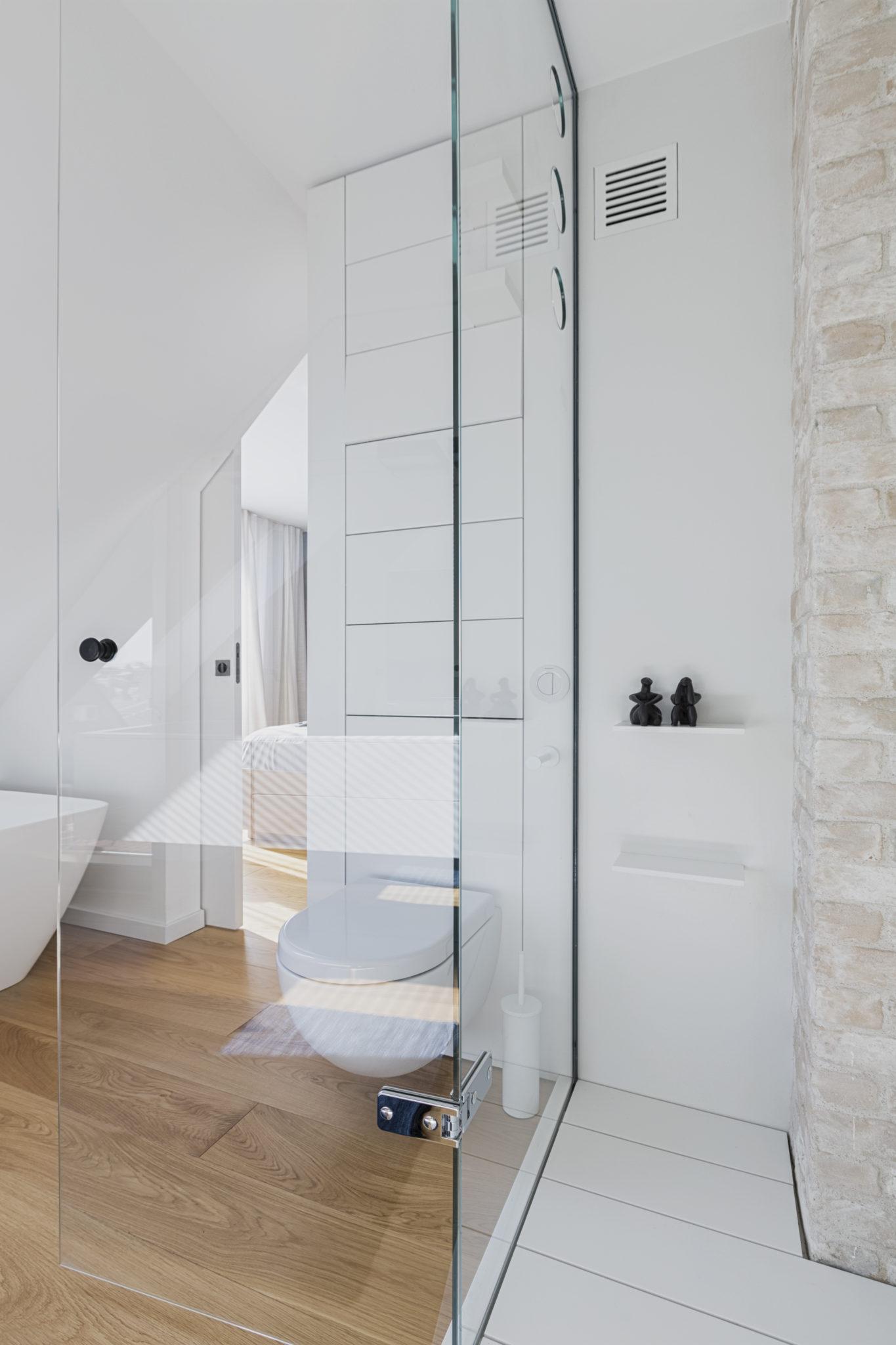 30_master bathroom